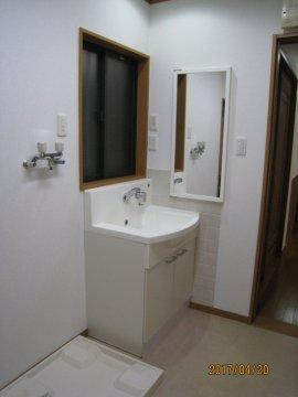 独立洗面台、洗濯機置場