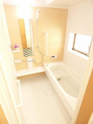 浴室です♪とても綺麗です♪ぜひ現地をご覧になって下さい♪