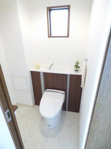 トイレも広いです♪とても綺麗です♪2014年12月便器、タンクなど新調♪温水洗浄便座もございます♪