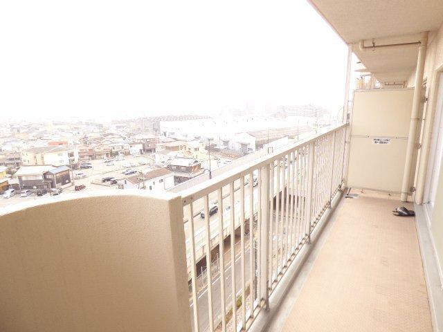 広々明るいバルコニーです♪東南向き9階部分♪陽当りとても良好です♪室内もとても明るいです♪眺望とても良好です♪海まで見えます♪