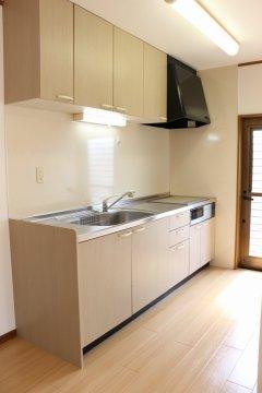 グリル付ITクッキングヒーター備え付けのキッチン!お手入れしやすく、火を使わないので安全&夏も快適です!