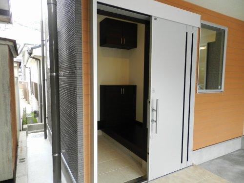 使い勝手の良い引き戸タイプの玄関ドア