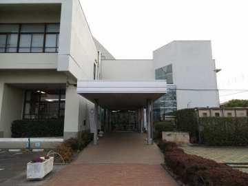 福生市立中央図書館