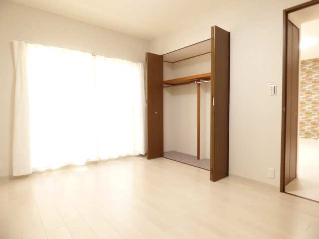 オーズタウンイーストスクエアⅡ番館♪1階のお部屋♪洋室のご紹介♪