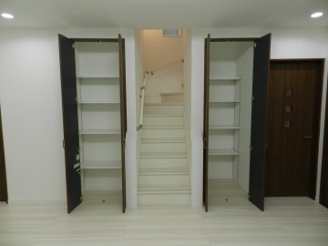 リビング階段 収納