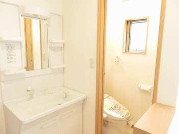 2階にもトイレ洗面台設置