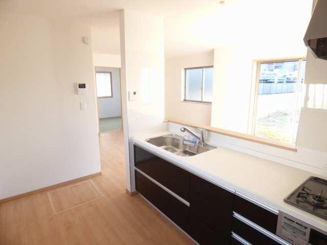 キッチン、リビング、和室です♪ 陽当り良好でとても室内明るいです♪ ぜひ現地ご内覧下さい♪