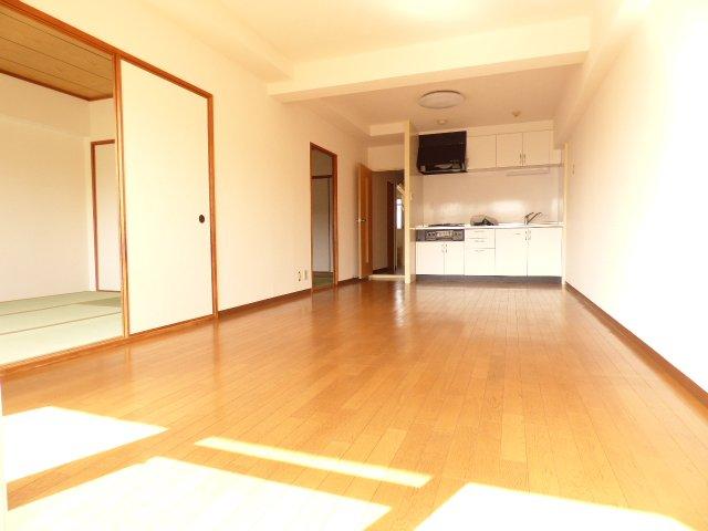 藤和東加古川ハイタウン♪9階部分で陽当り・風通しとても良好♪イオン加古川店まで約160m♪お買物とても便利♪