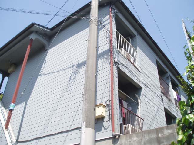 外観 外壁は以前にサイディングボード張りにリフォームされていますので、塗装をすればまだまだ大丈夫です。