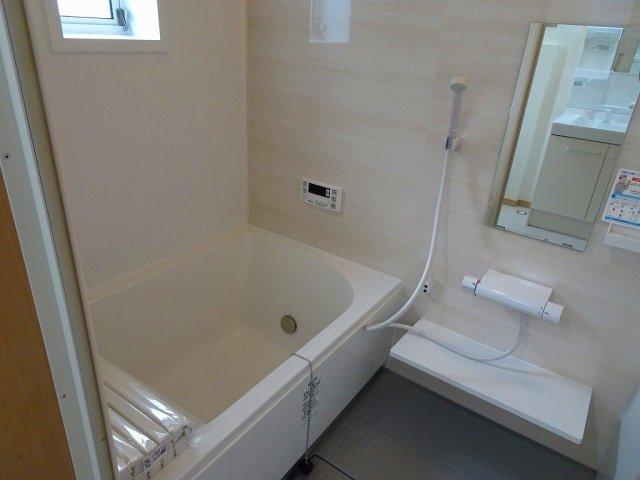 新品の浴室