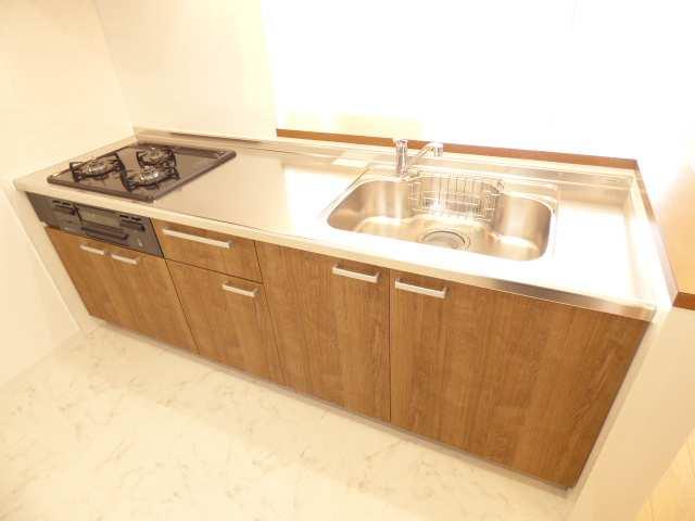 システムキッチン新調♪室内リフォーム済み♪室内とても綺麗です♪ぜひ現地ご内覧下さい♪フジ不動産では丁寧な接客を心がけております♪