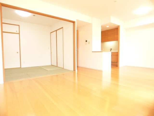 明石市大久保町ゆりのき通のマンション♪フィールズスクエアⅡ番館のLDKと和室のご紹介♪