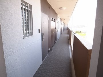 コンフォール元浜 廊下 九州大学 伊都キャンパス近く 徒歩 学生 賃貸