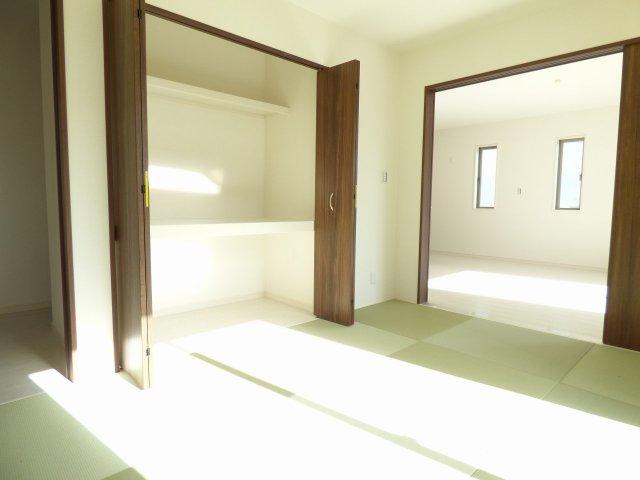 和室です♪おしゃれな畳♪収納たっぷり♪陽当り良好♪とても明るいです♪