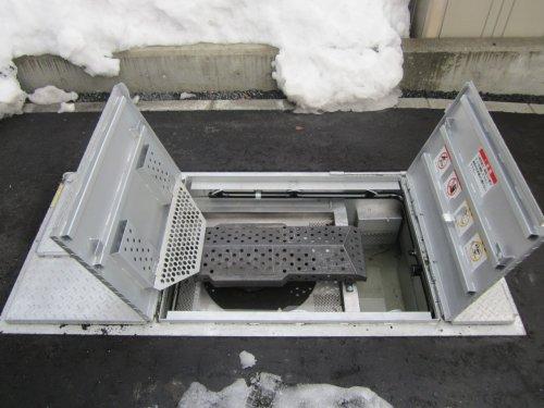 玄関横:融雪機