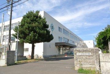 新琴似西小学校(約321m)