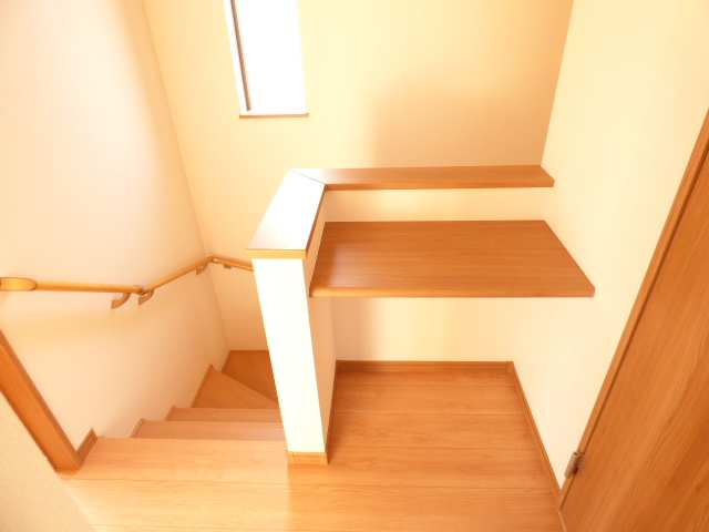 2階廊下の棚も魅力です♪