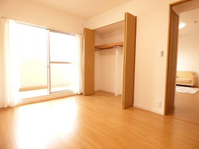 オーズタウンイーストスクエアⅡ番館♪3階リフォーム済み♪洋室のご紹介♪
