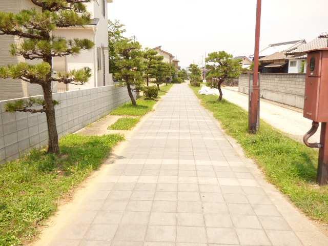 遊歩道に接しています♪毎日のお散歩が楽しくなりそう♪