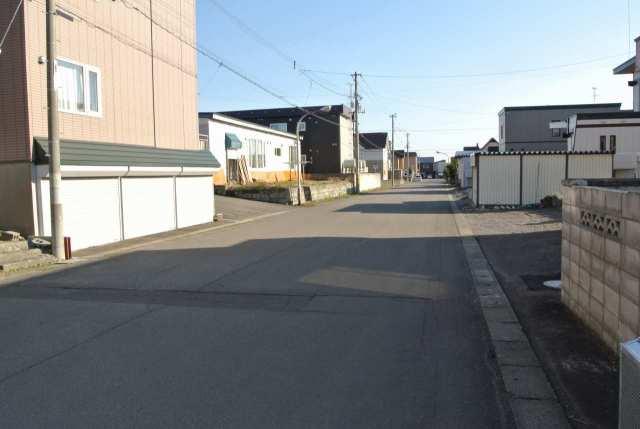 富士第二マンション(東側前面道路)