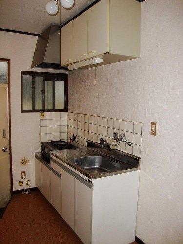 キッチン全体的に油汚れやカビがひどかったキッチン・・・