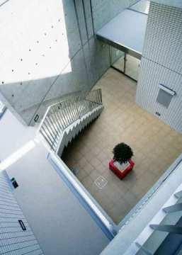 上階からの建物内部