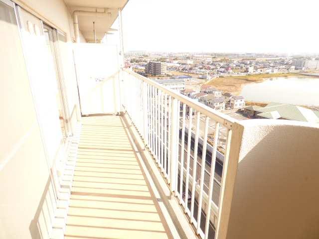 広々バルコニーです♪最上階で陽当り・眺望とても良好です♪