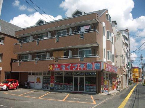 30号線沿いの岡山南高校横のガストさんの北隣。