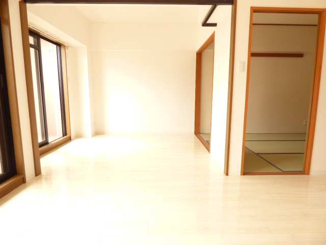洋室と和室とLDKです♪リフォーム済みで室内とても綺麗(^^♪