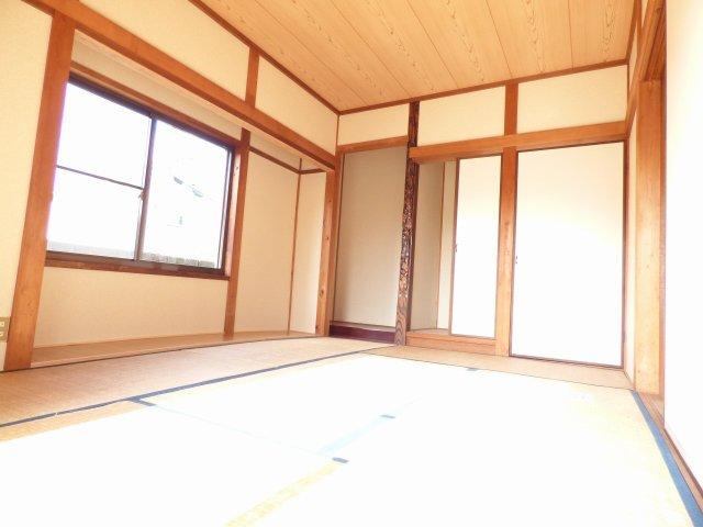1階和室です♪陽当り良好♪室内とても明るいです♪畳の表替えはご入居前に行います♪(日焼け防止のため)