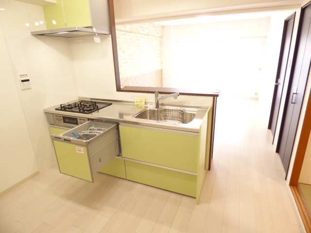 システムキッチン(食洗機付♪浄水器付♪)新調♪