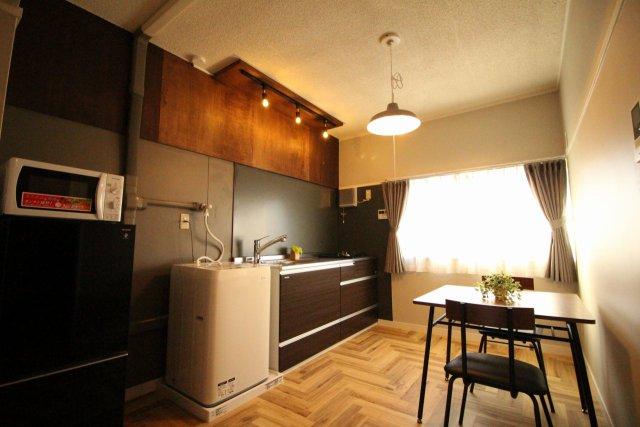 家具と家電、インテリアなどがトータルでコーディネートされているお部屋はいかがですか? 契約事務手数料0円!申し込みをした次の日から入居可!