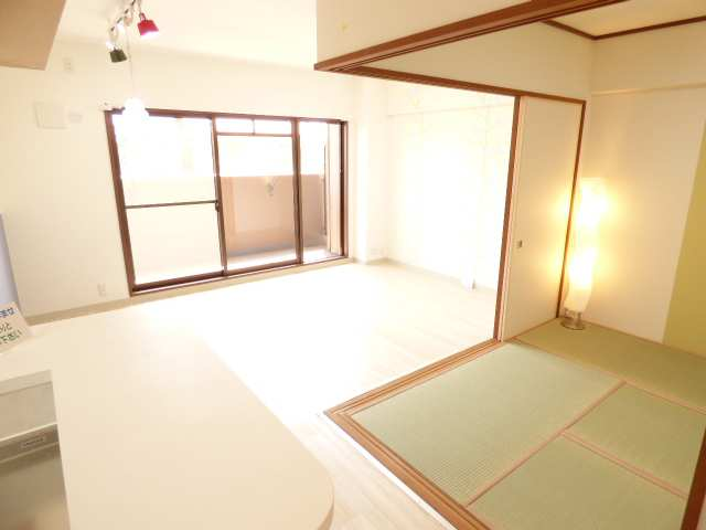 LDKと和室です♪室内とても明るいです♪