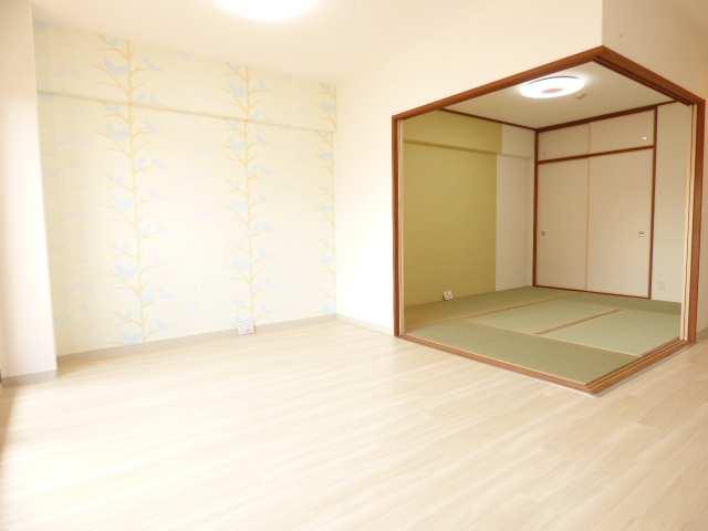 LDKと和室♪陽当たり良好で室内とても明るいです♪【エンブレイス加古川別府】室内リフォーム済み♪
