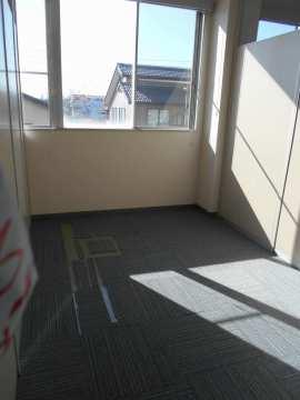 休憩所などに利用できるパーテーションで区切られた個室