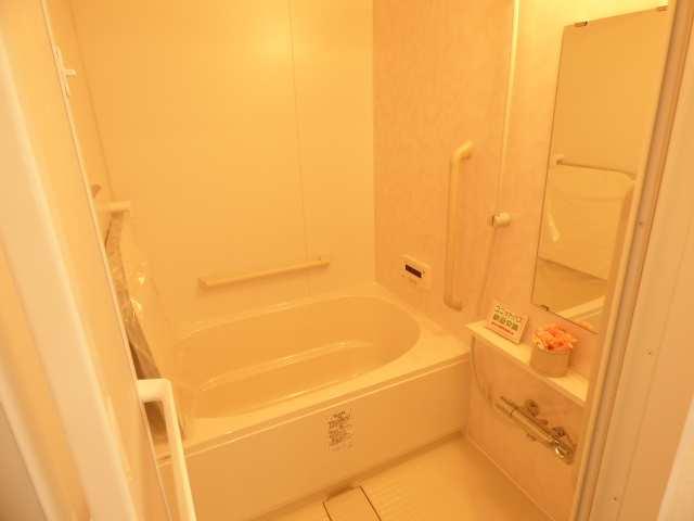 オーズタウンイーストスクエアⅡ番館の浴室のご案内