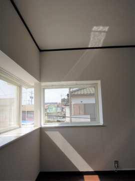 2階 洋室 出窓付き