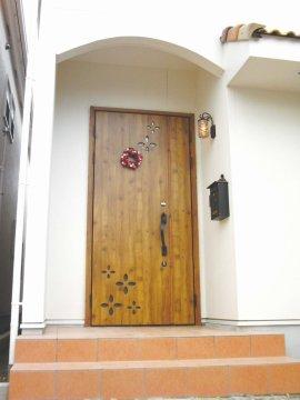プロヴァンス風住宅(玄関」)