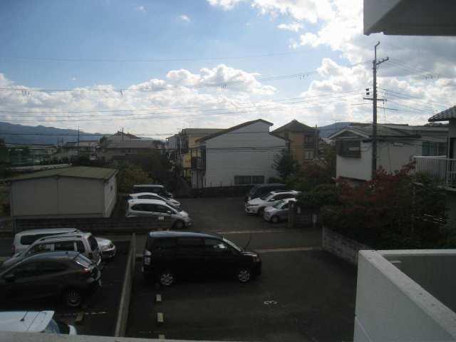 マンション裏は大きな建物もありませんので、日当たり良好です
