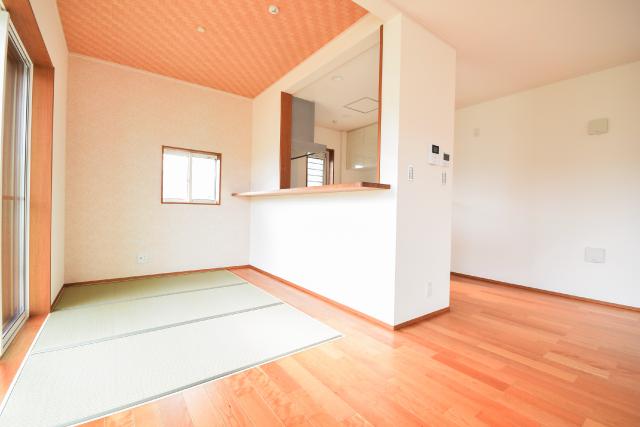 畳敷きのダイニングスペース