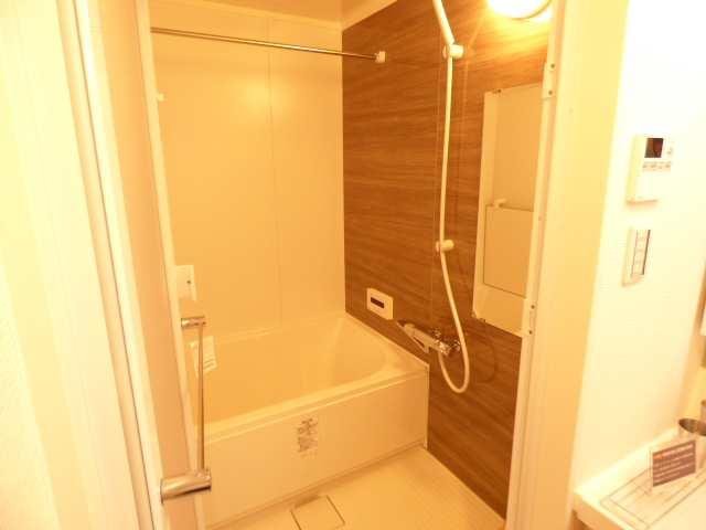 オーズタウンイーストスクエアⅡ番館♪3階のお部屋♪ユニットバスルームのご紹介♪