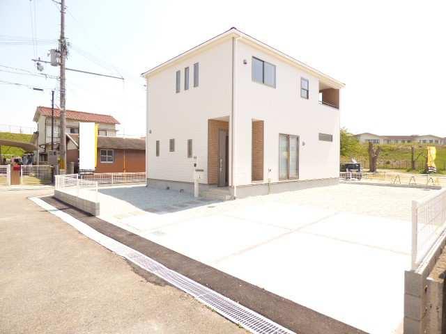 加古川市平岡町土山の新築一戸建ての外観♪