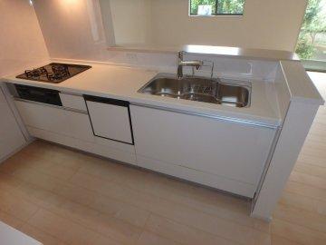 憧れの対面キッチンには食器洗浄乾燥機付き