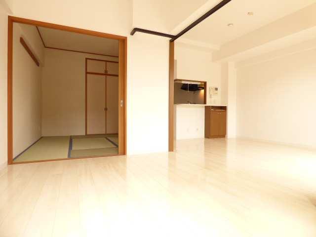 和室と洋室とLDKです♪リフォーム済みで室内とても綺麗(^^♪