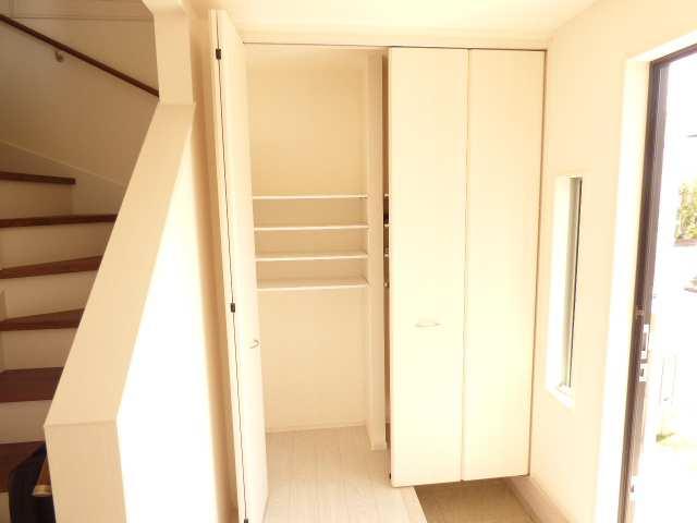加古川市別府町新野辺の新築一戸建て♪玄関収納のご紹介♪