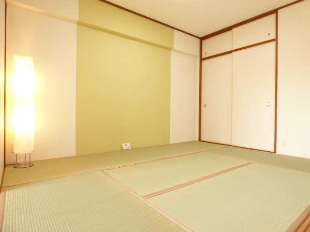 和室です♪とても素敵な空間です♪室内全面リフォーム済み♪とても綺麗で素敵なお部屋をぜひご内覧下さい♪エンブレイス加古川別府♪お問合せはフジ不動産へ♪