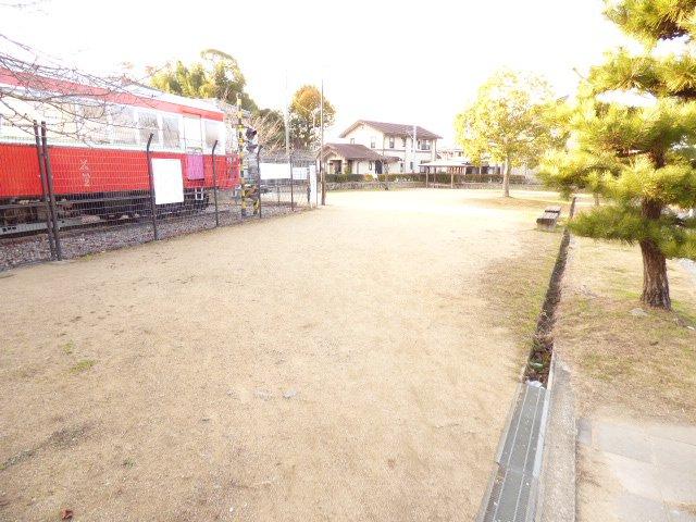 広場(公園)が1号地の隣にございます♪我が家の庭感覚♪開放感がございます♪遊歩道は1・2号地に接しています♪