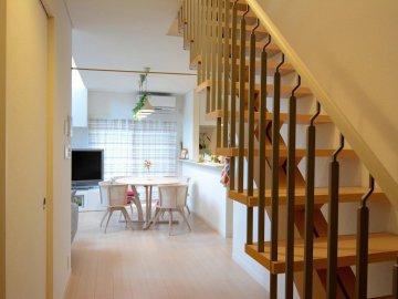 ホールとスケルトン階段