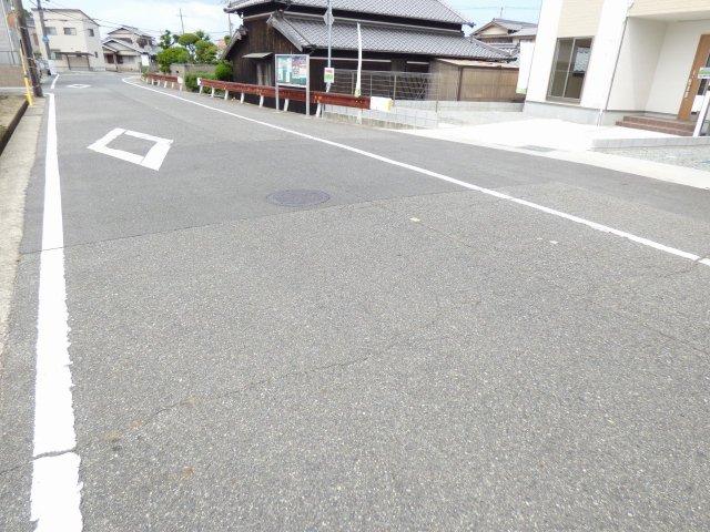 前面道路です♪ とても広いです♪