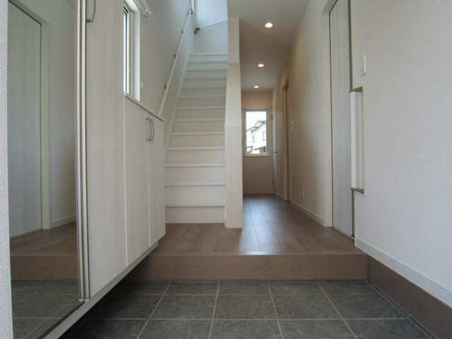 玄関から1階廊下周り